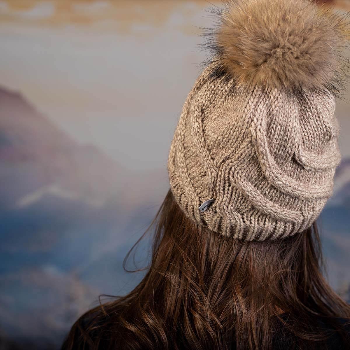 Дамска Зимна Шапка с Помпон Естествен Пух Кафява