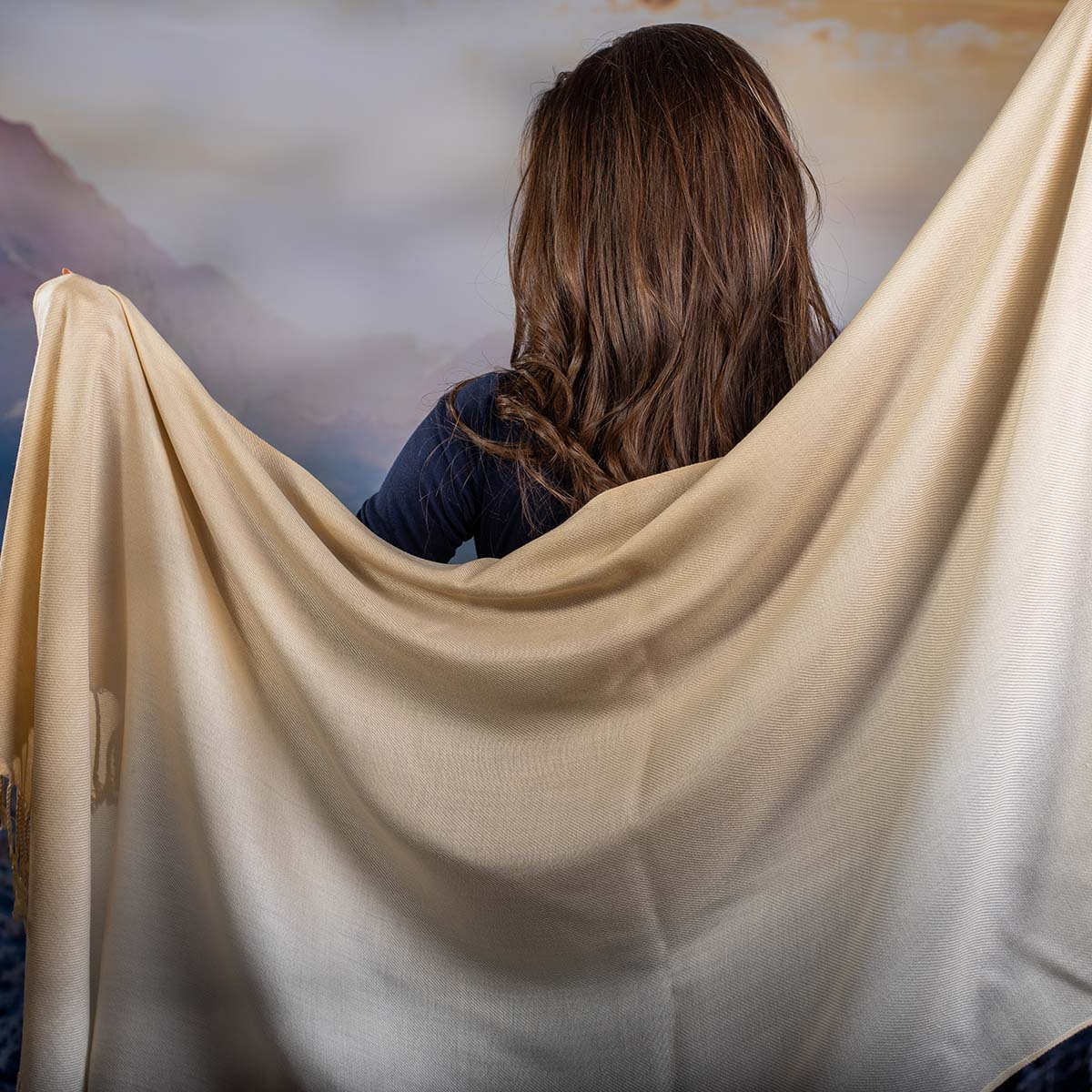 Дамски Шал в Преливащи  Бежави Нюанси
