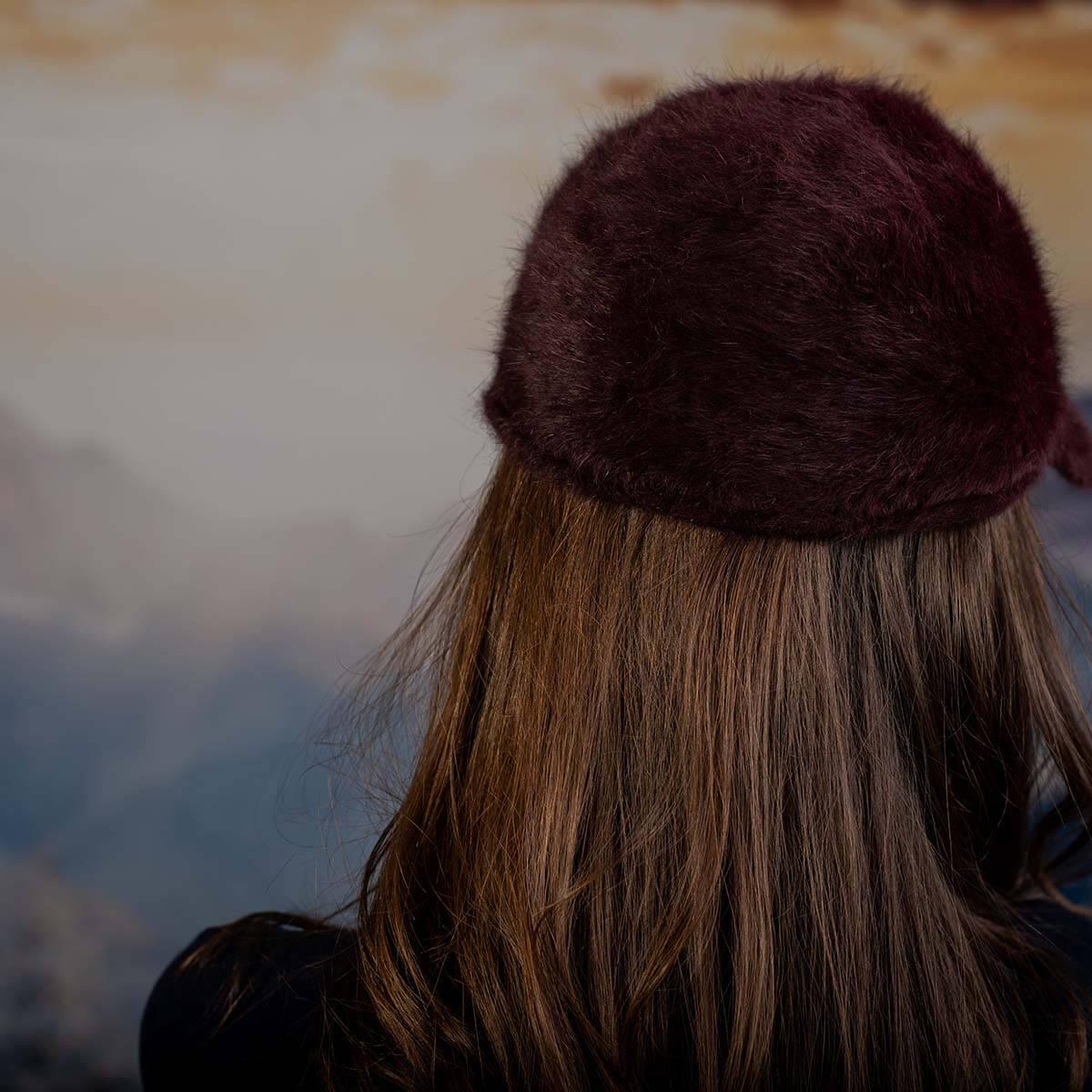 Дамска Ангора Шапка с козирка в Бордо с камъчета