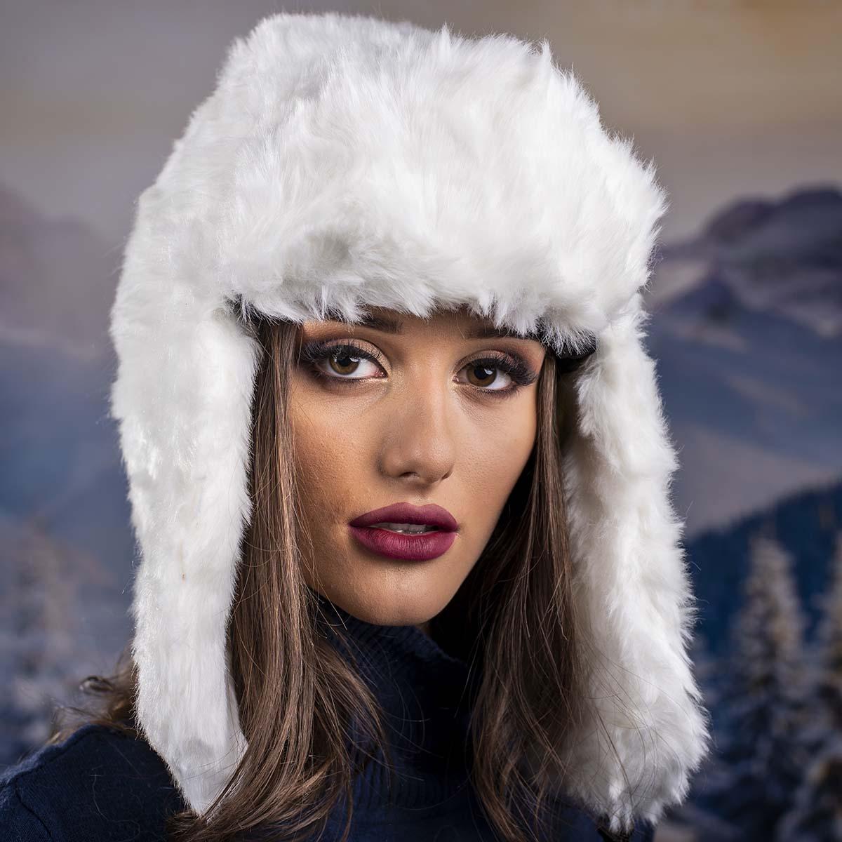 Бяла Зимна Дамска Ушанка