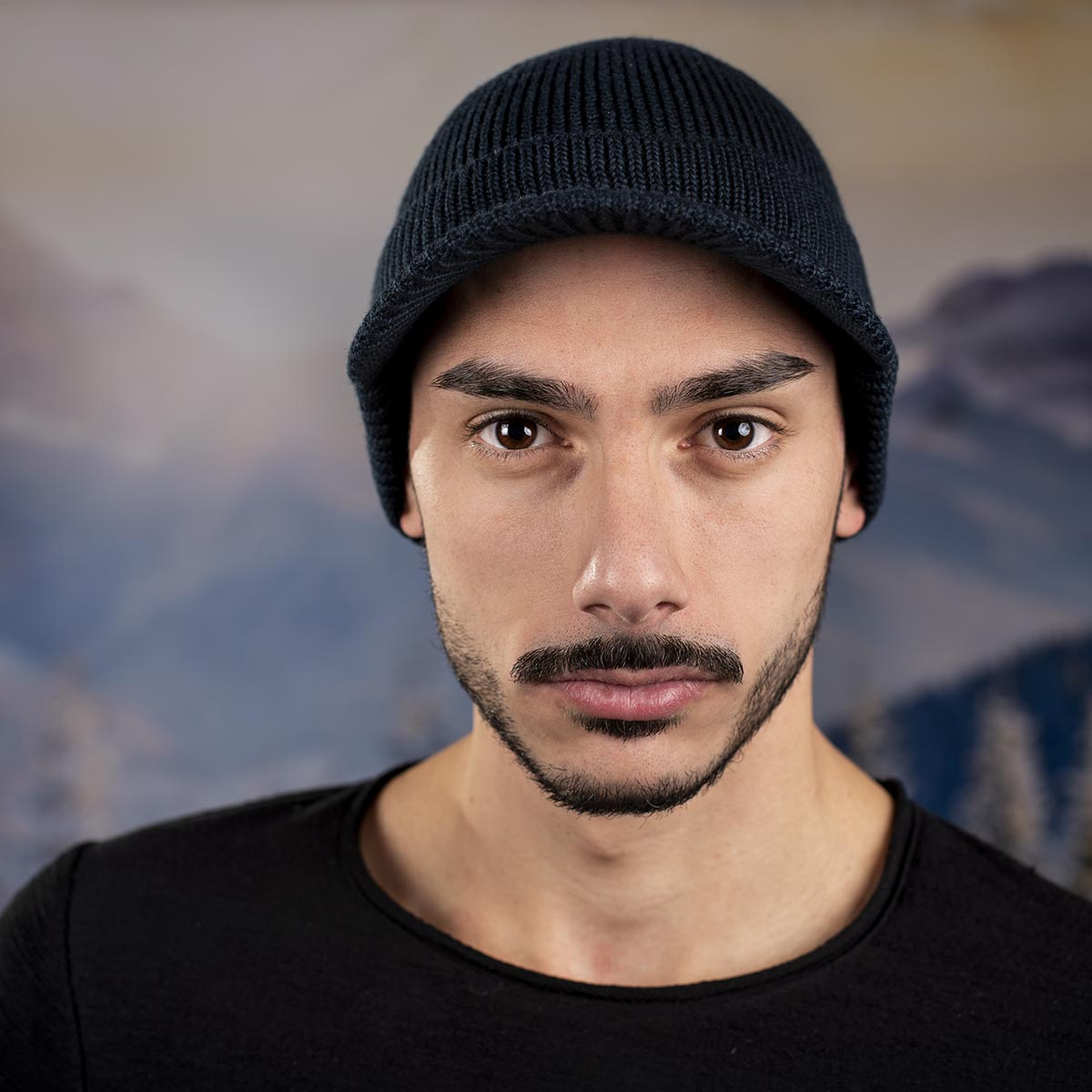Мъжка Зимна шапка с козирка Тъмно синя