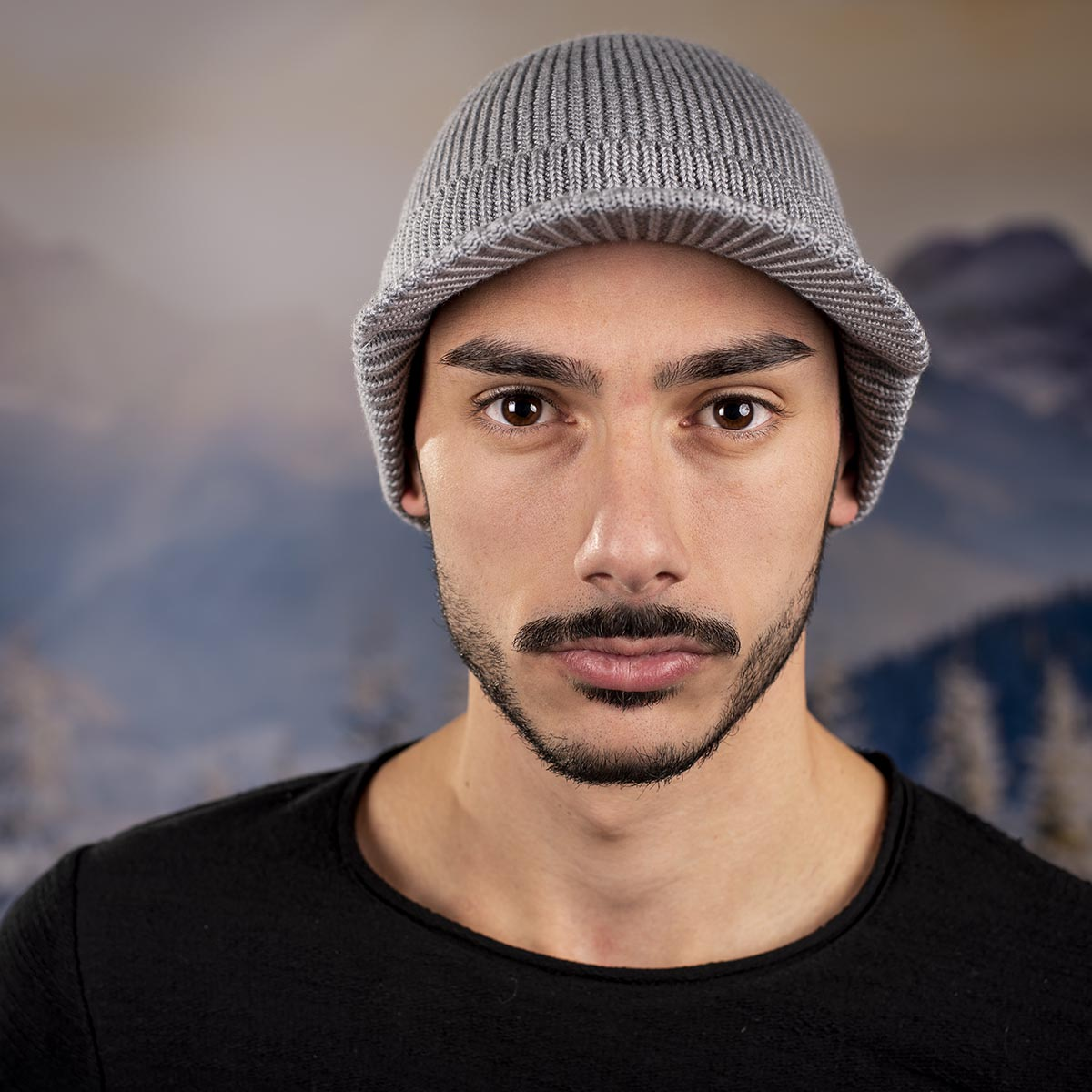 Мъжка Зимна шапка с козирка Светло сива