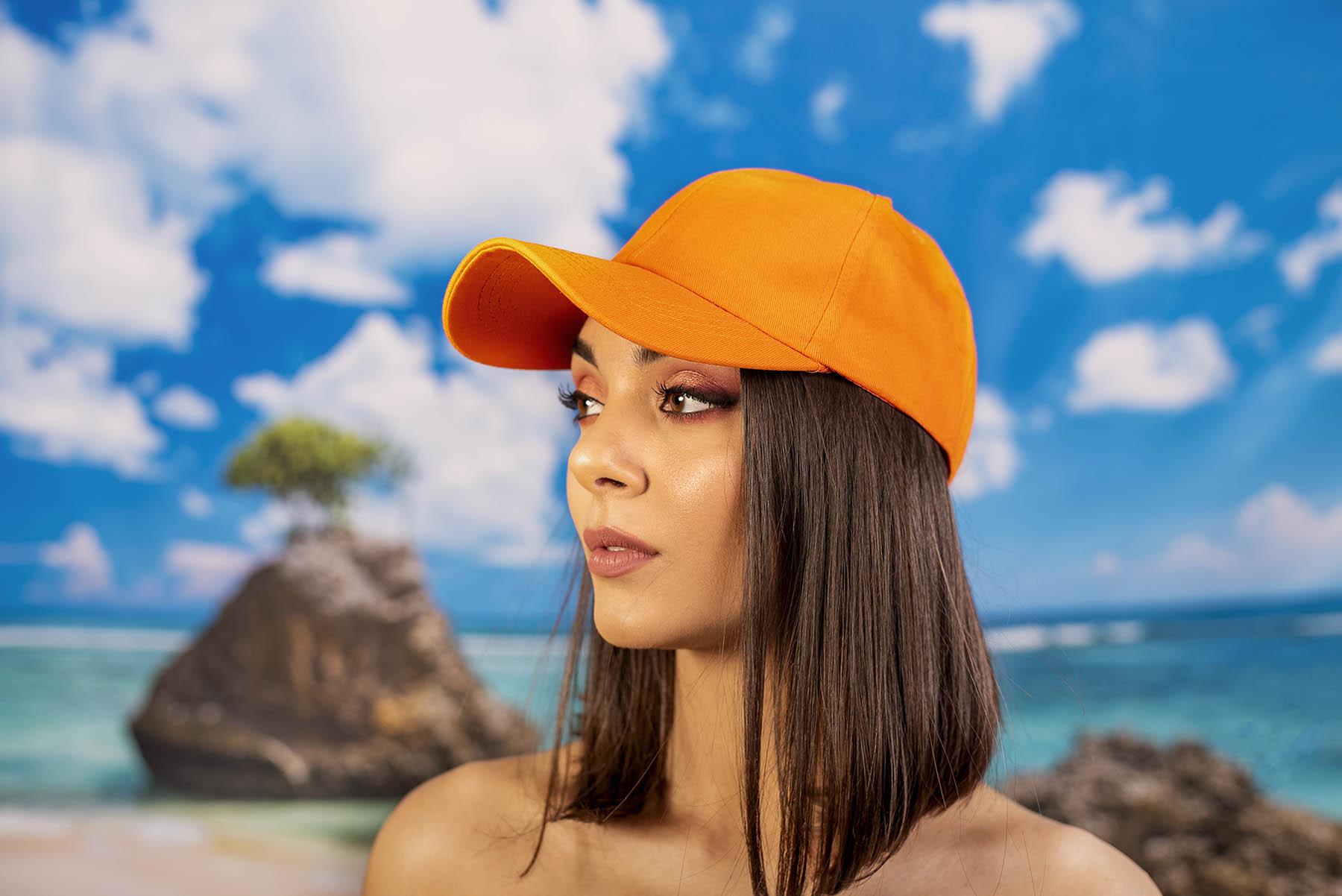 Оранжева Изчистена Шапка с Козирка