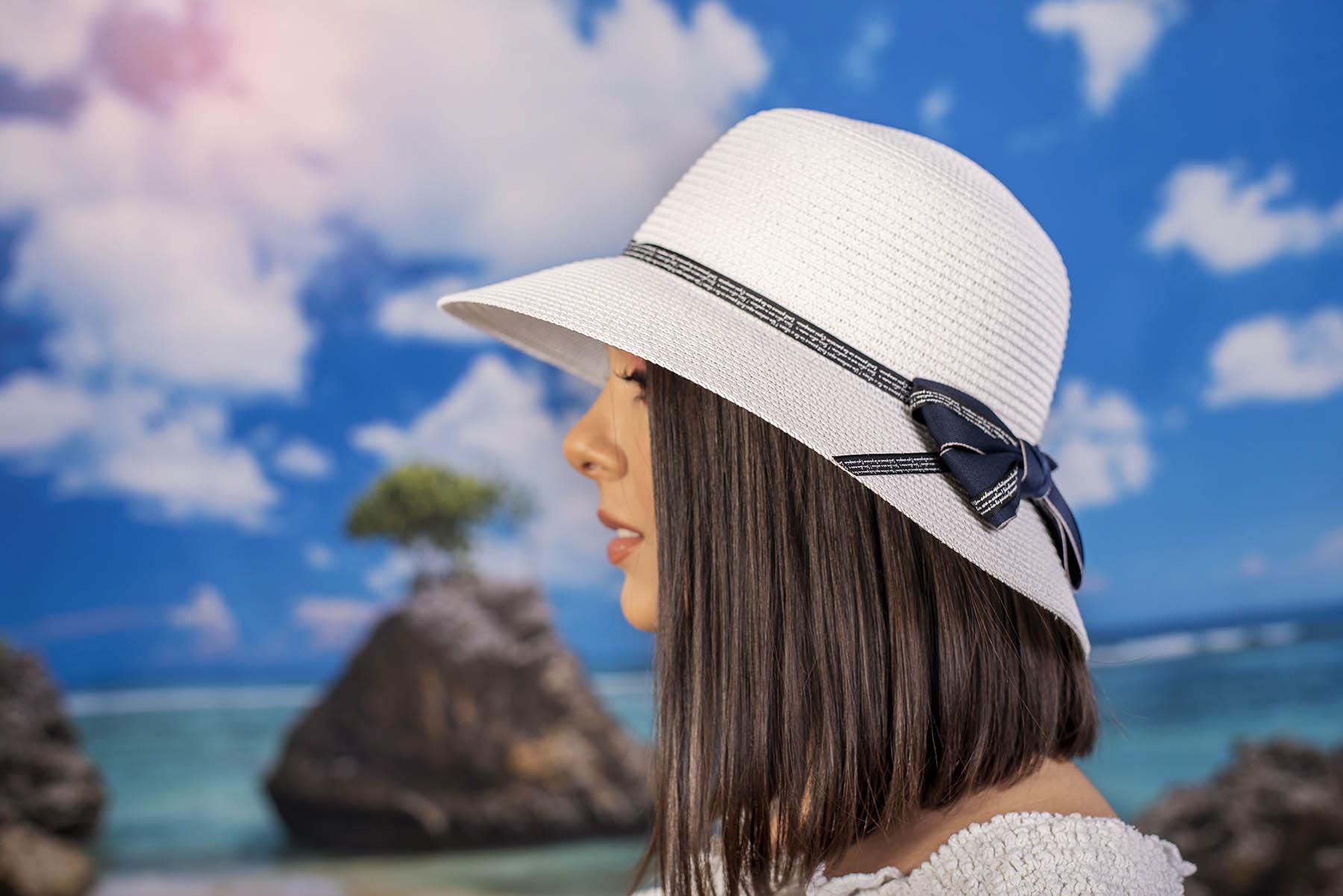 Бяла Дамска Капела с Панделка в Синьо