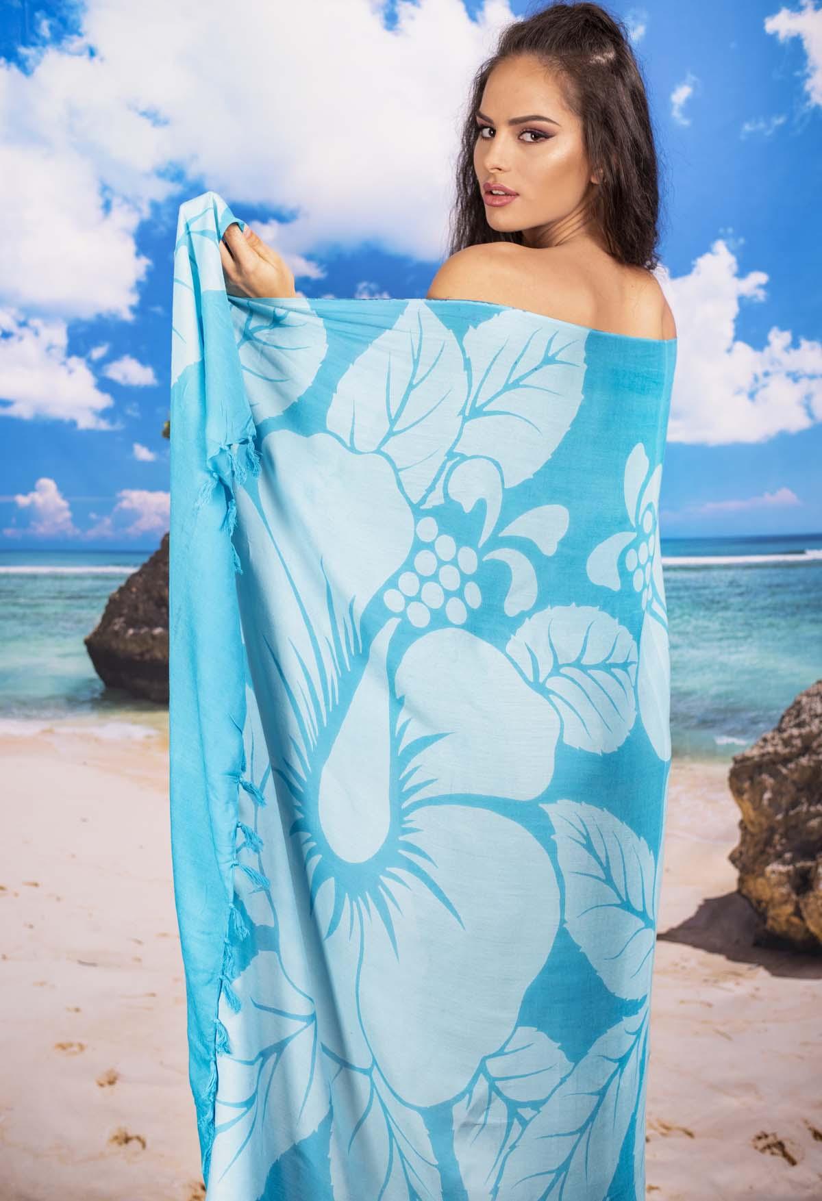 Плажен Шал в Светло Синьо на Цветя