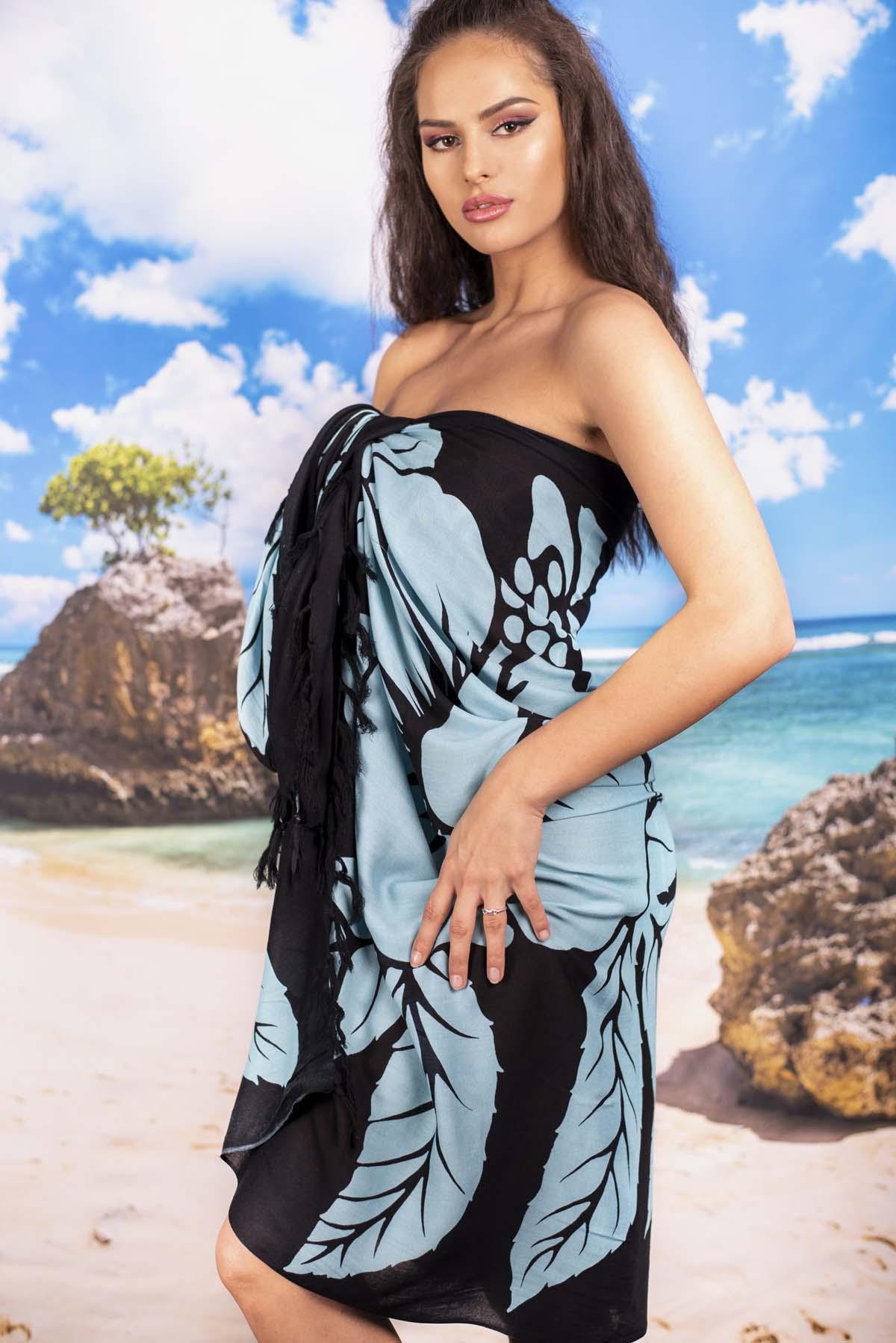 Плажен Шал в Черно на Светло Сини Цветя