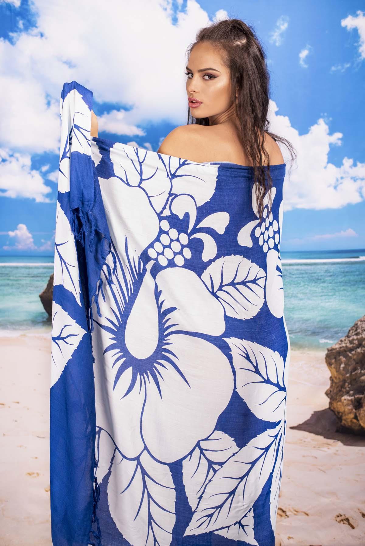 Плажен Шал в Синьо на Бели Цветя