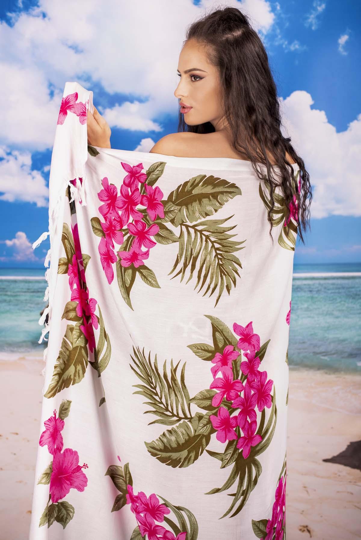 Плажен шал в Бяло и Цветя в Циклама
