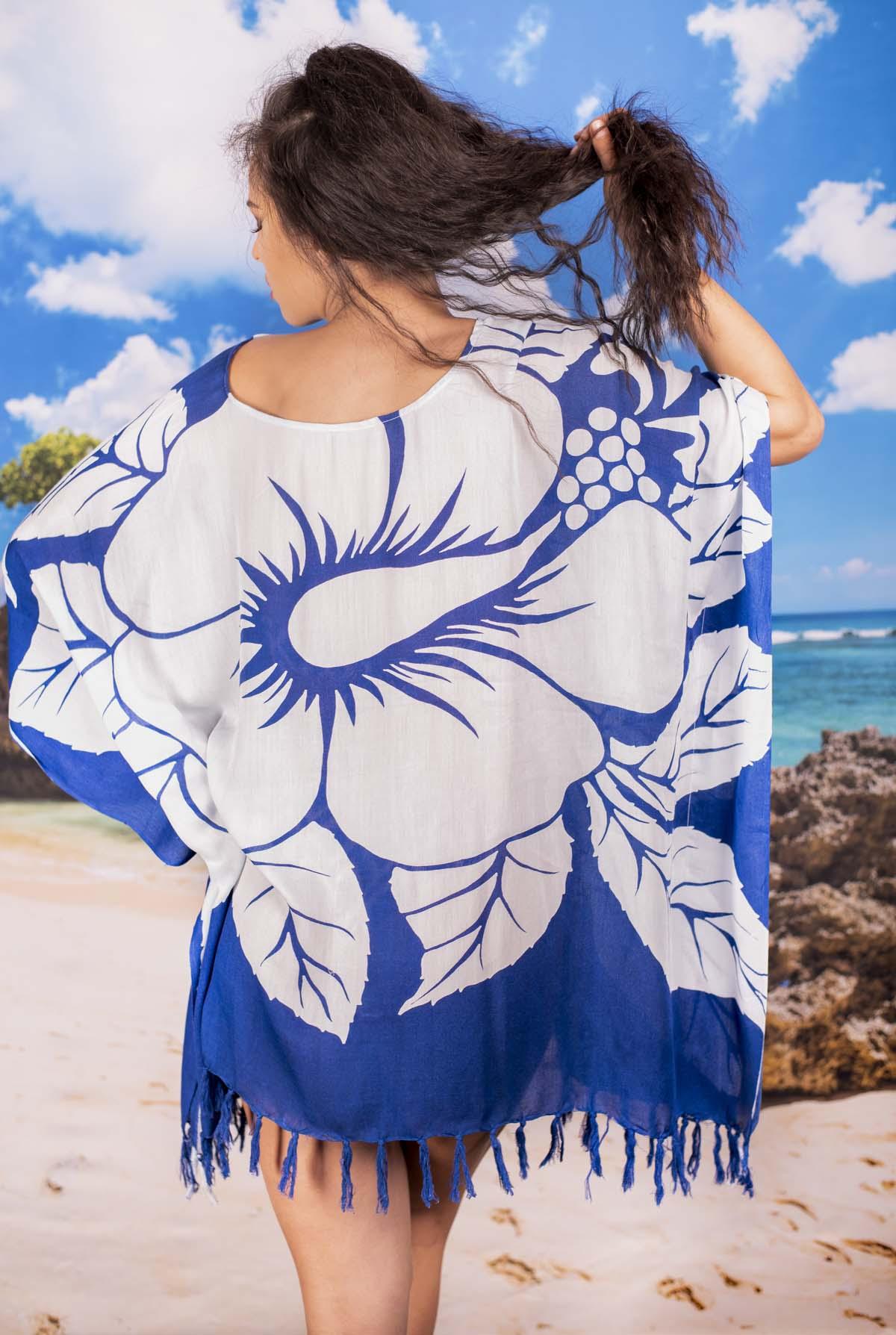 Плажна Туника в Синьо с Бели Цветя