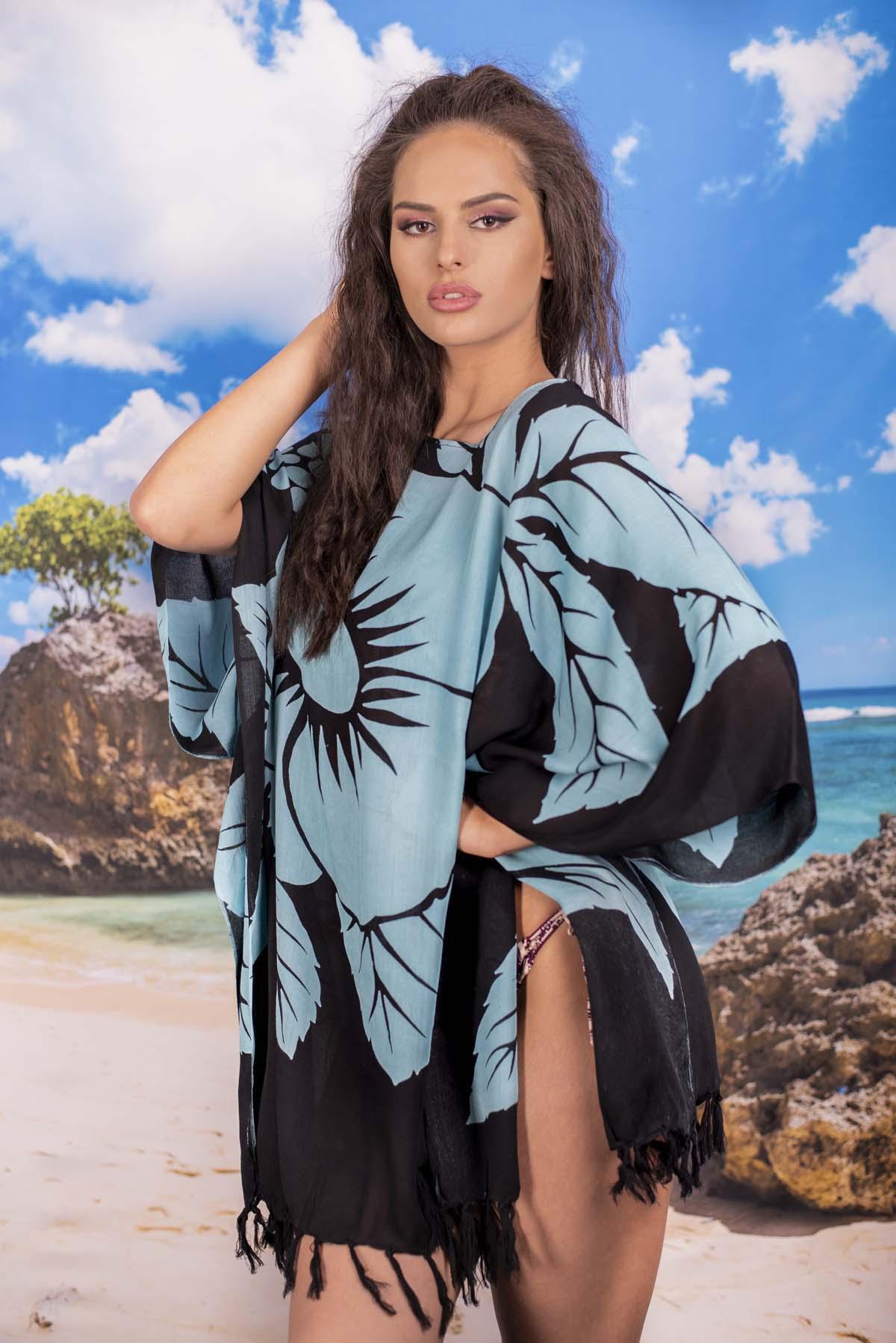 Плажна Туника в Черно със Светло Сини Цветя