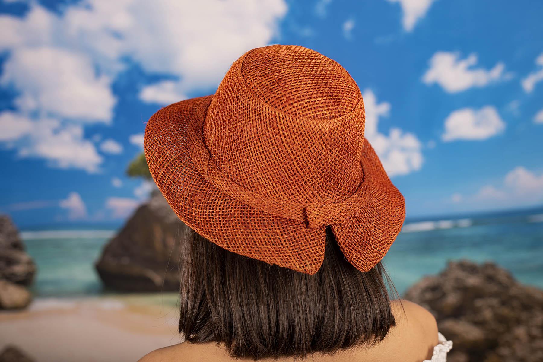 Екстравагантна Капела в Оранжево-Червен Цвят