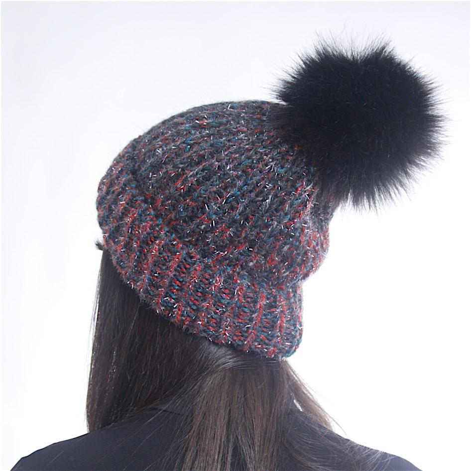 Дамска зимна плетена шарена шапка