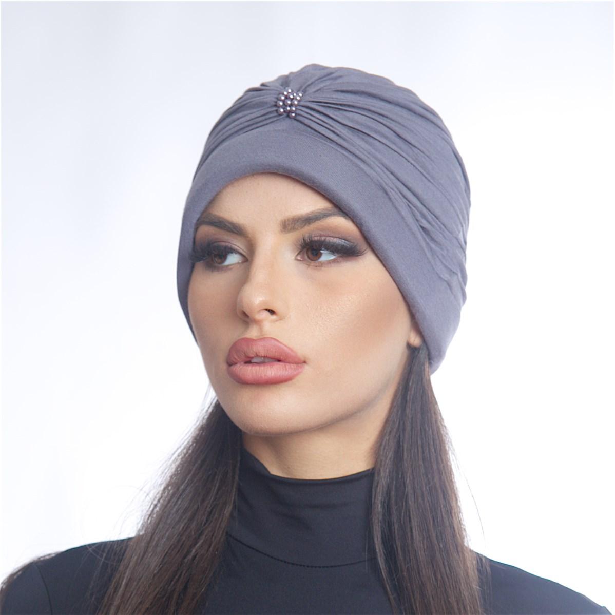 Дамски тюрбан с перлички в сив цвят