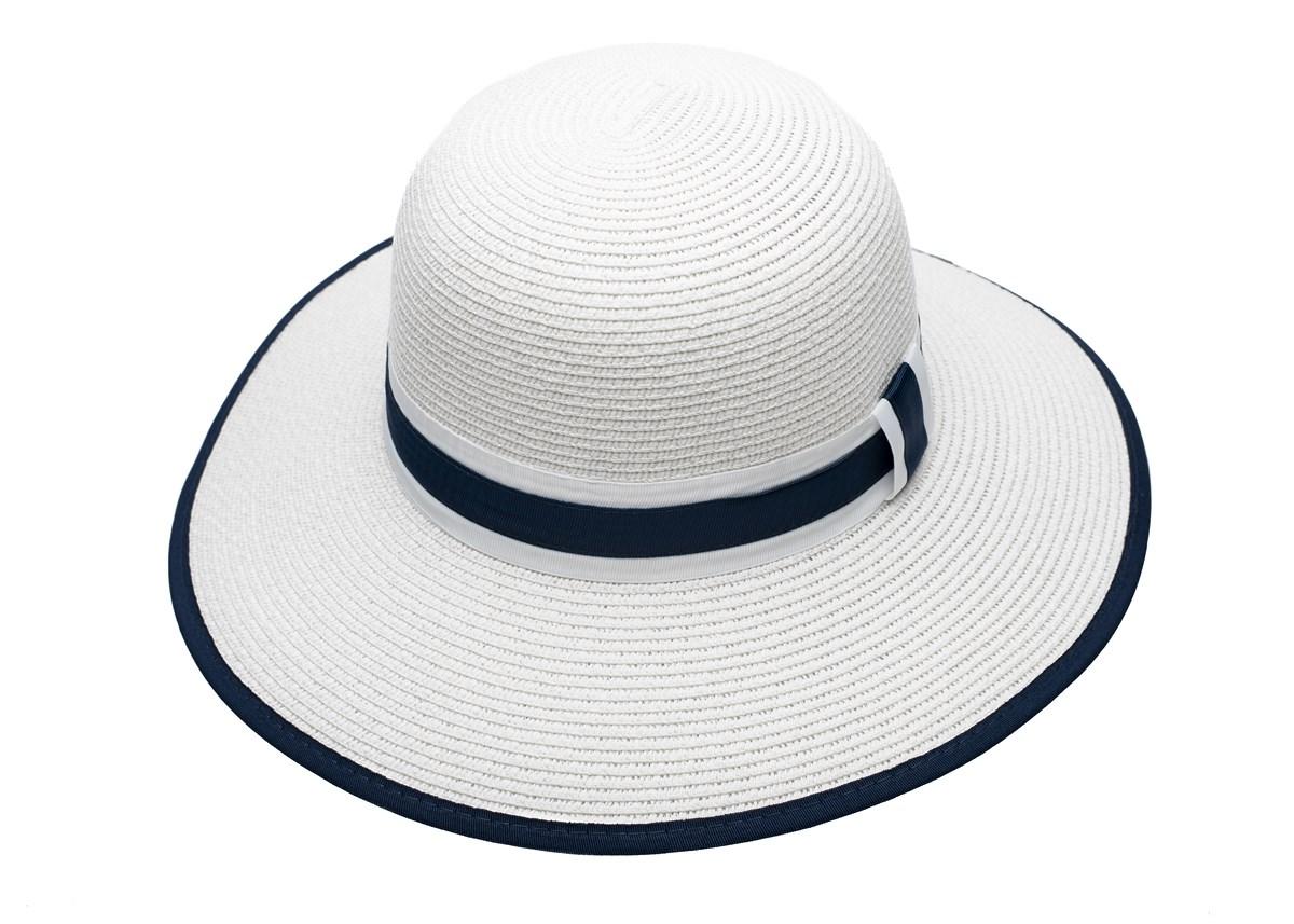 Бяла Дамска Капела с лента в бяло и синьо