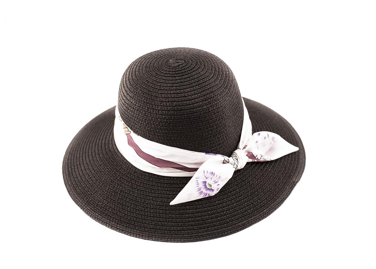 Дамска Черна Капела с шарена лента