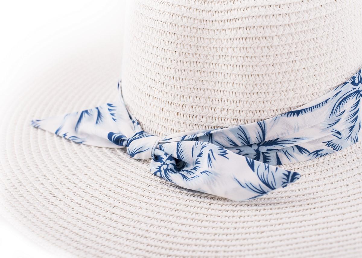 Бяла Капела с лента сини палми