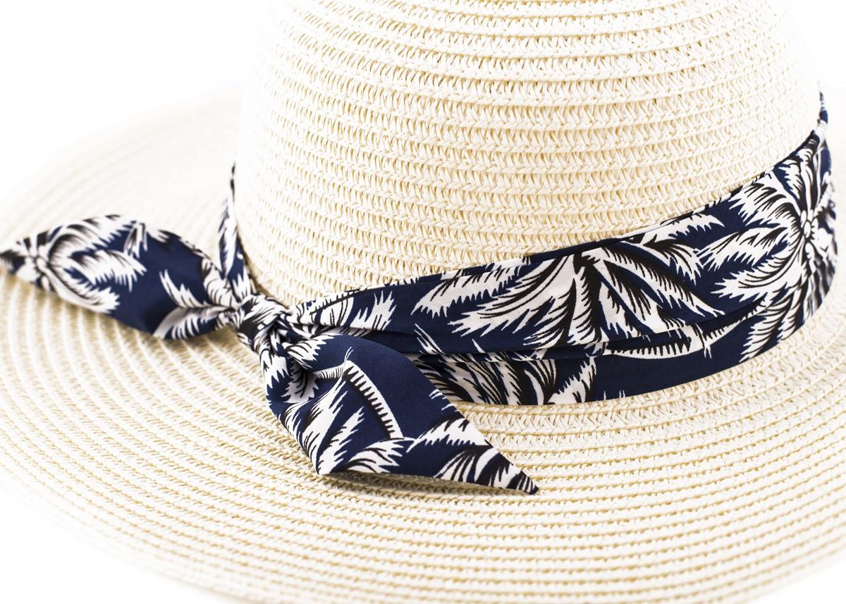 Бежова Капела с лента тъмносини палми