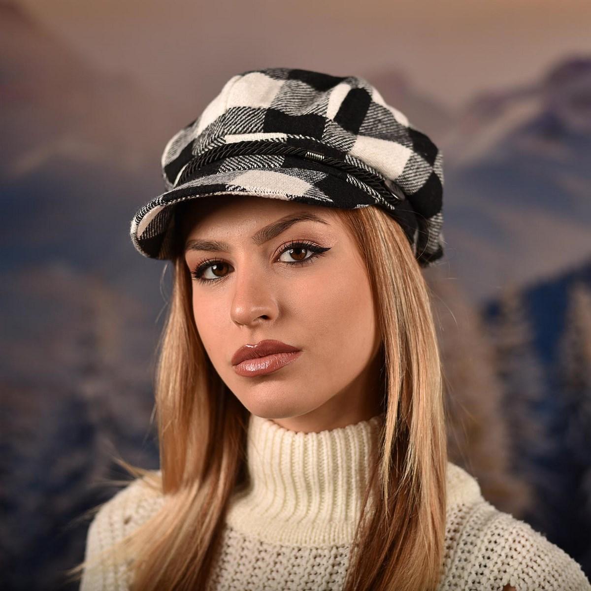 Дамска Зимна Барета Бяло и черно