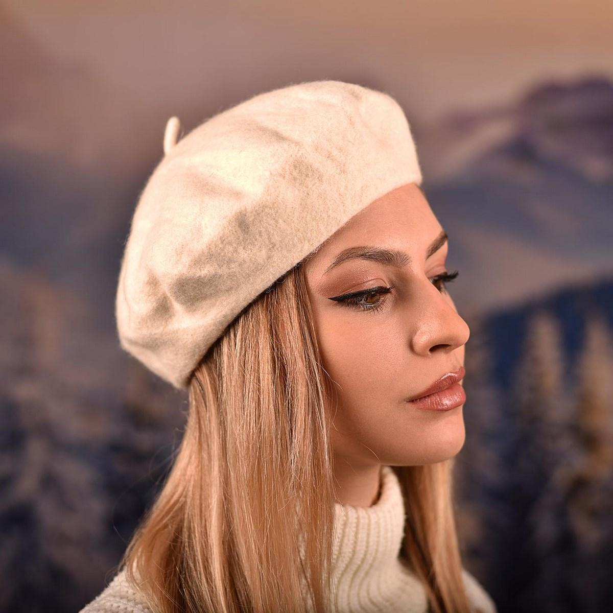 Дамска Зимна Барета Шампанско