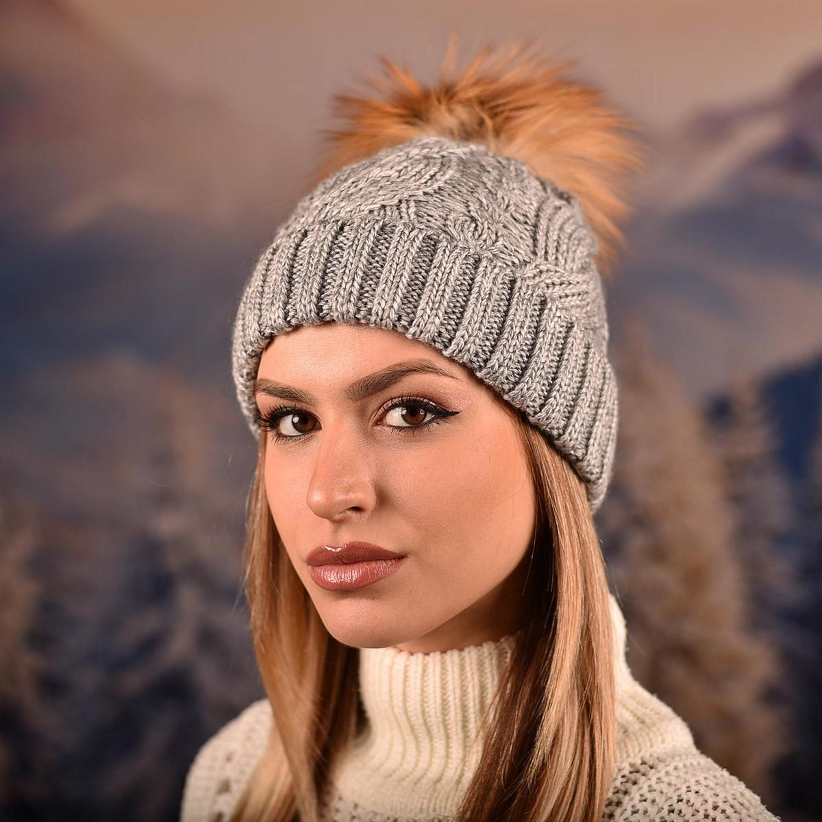Дамска зимна плетена шапка Сива
