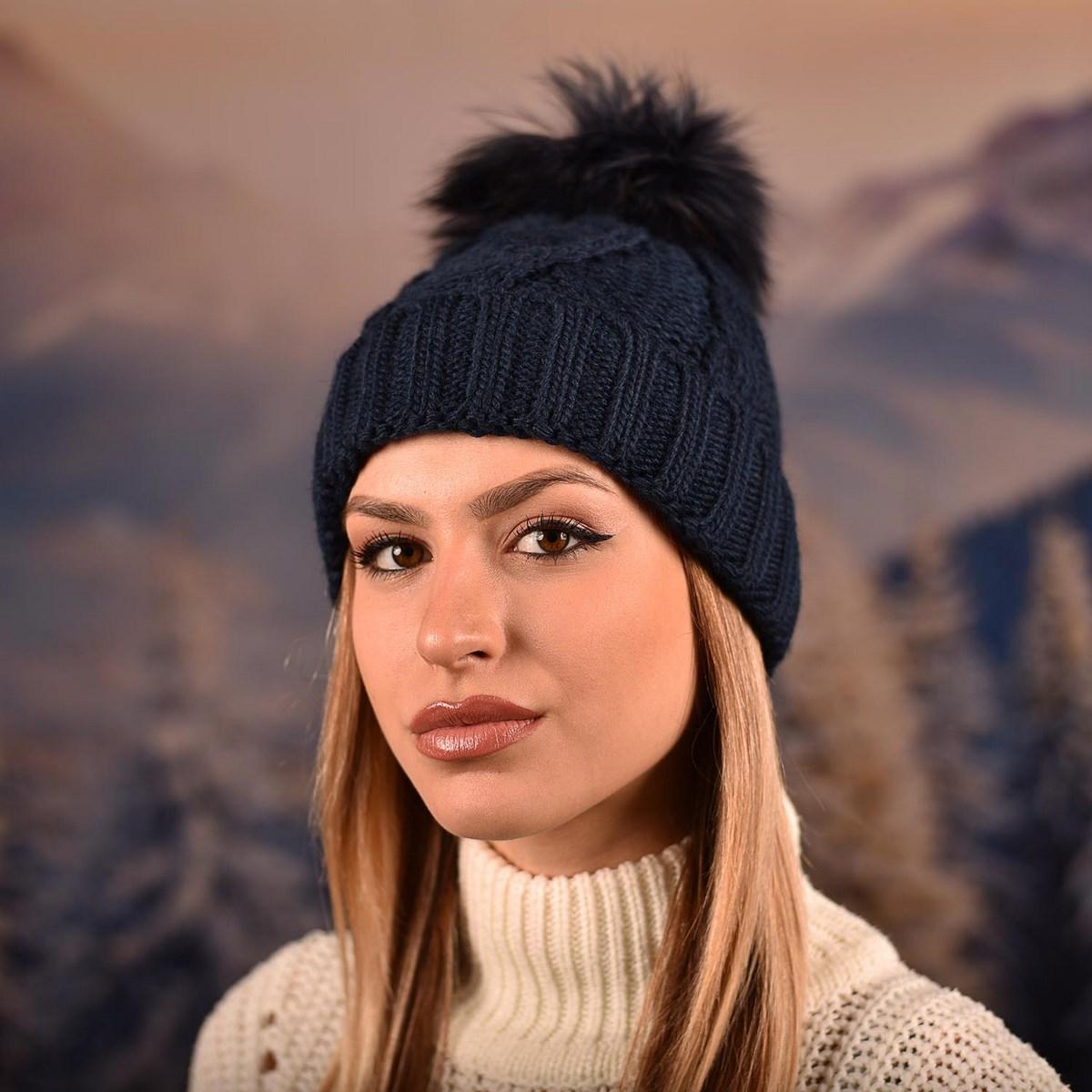 Дамска зимна плетена шапка Тъмносиня