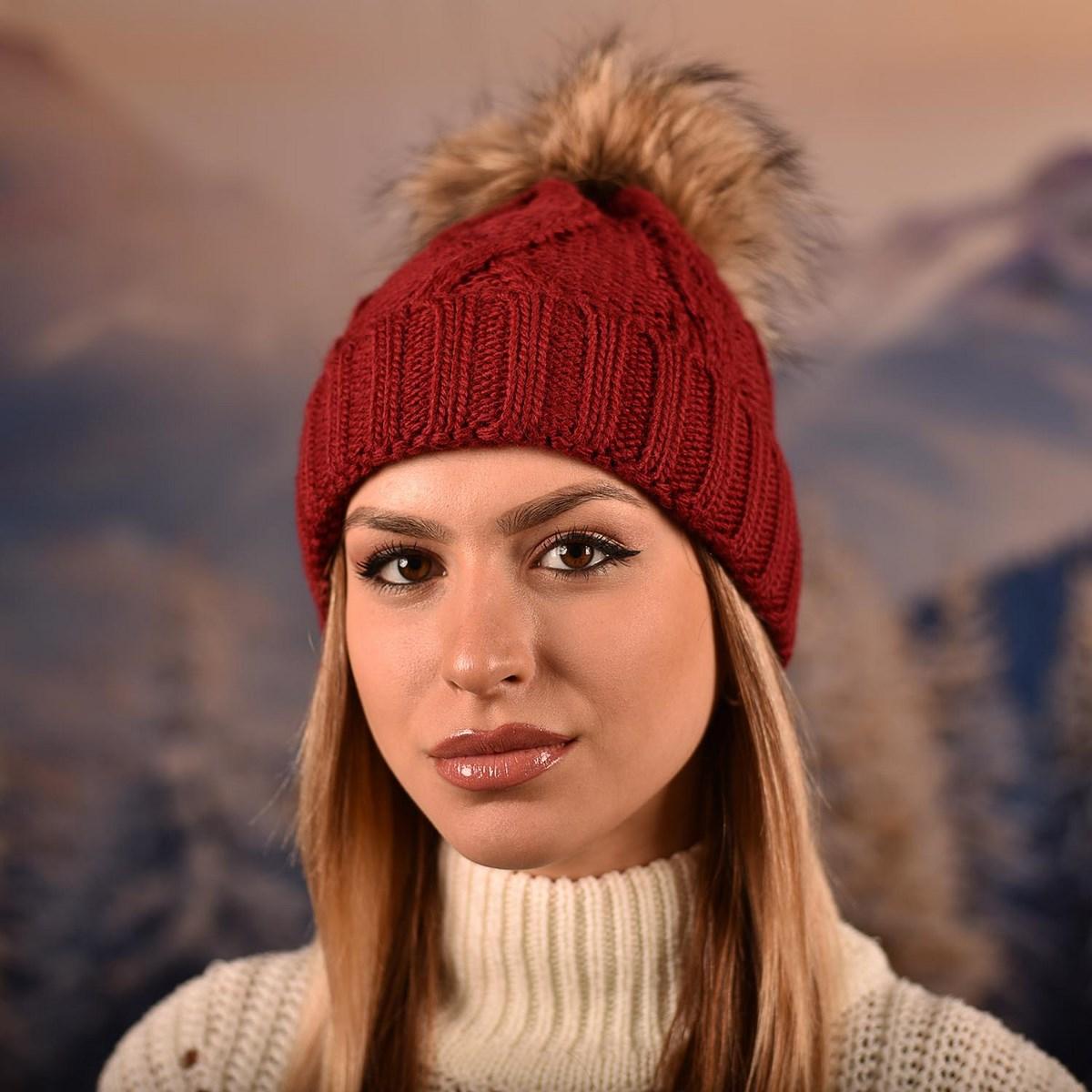 Дамска зимна плетена шапка Бордо