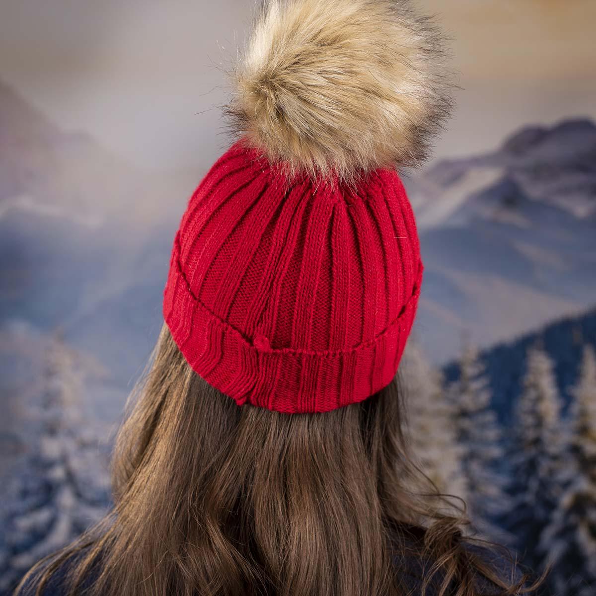 Дамска Червена Плетена Зимна Шапка