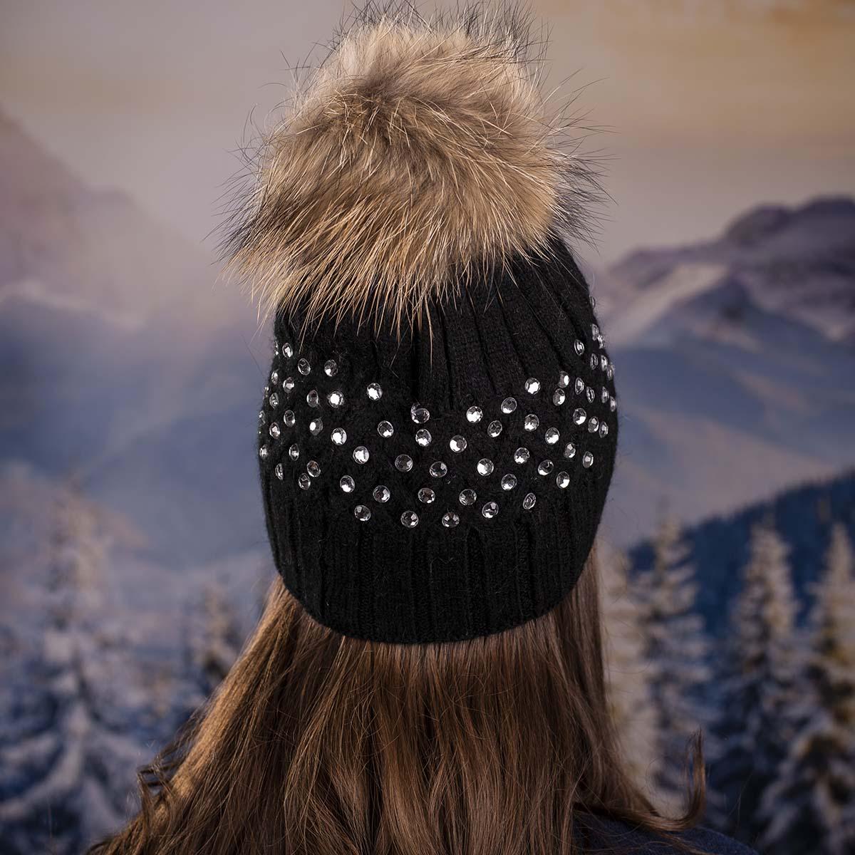 Черна Дамска Зимна Шапка Камъчета