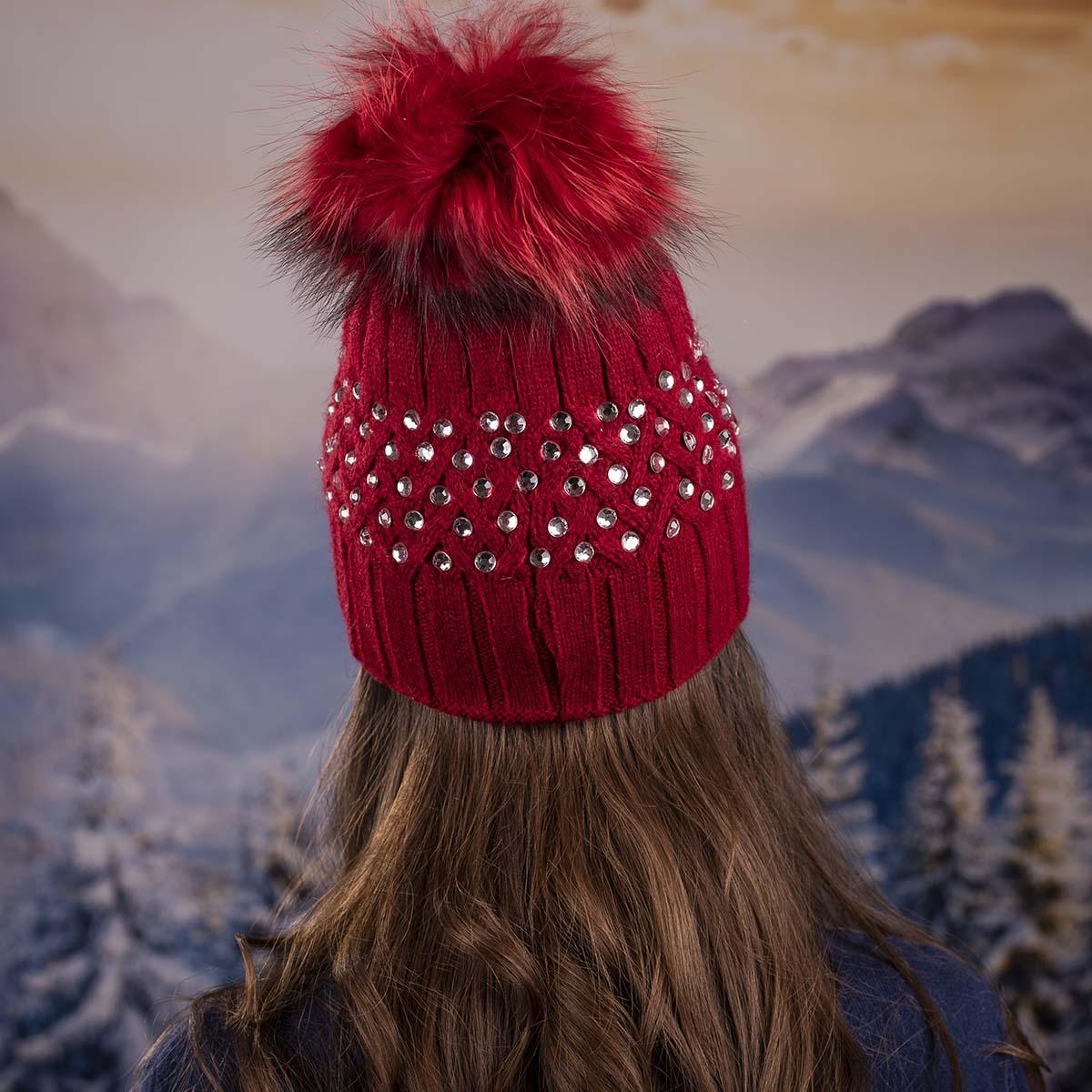 Червена Дамска Зимна Шапка с Камъчета