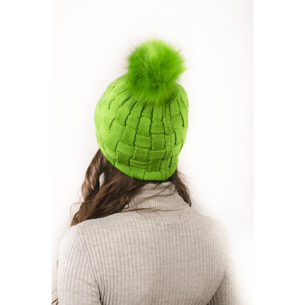 Плетена Дамска Зимна Шапка Зелена с Камъчета