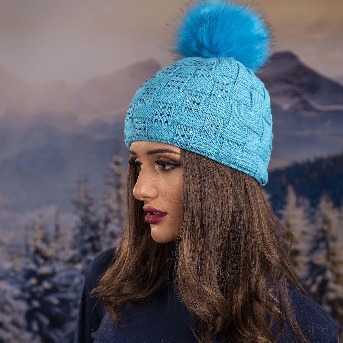 Плетена Дамска Зимна Шапка Светло Синя с Камъчета