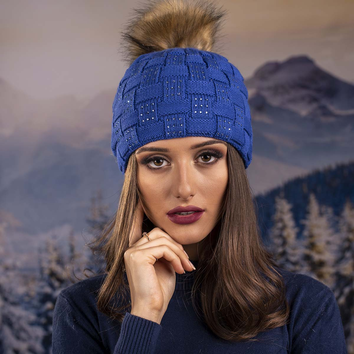 Плетена Дамска Зимна Шапка Синя с Камъчета