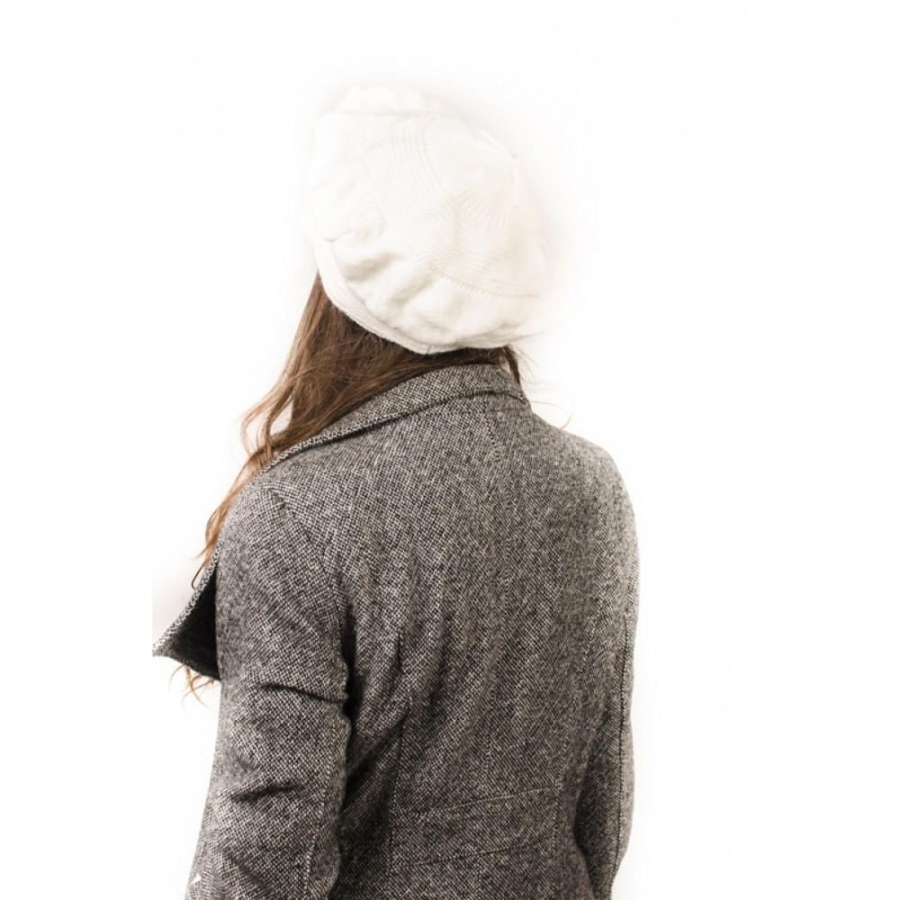 Дамска Зимна Бяла Шапка тип Барета