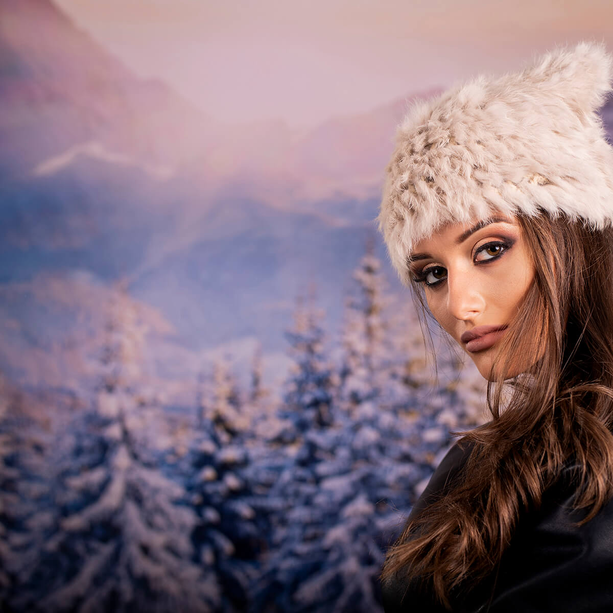 Дамска Бежова Зимна Шапка с Ушички