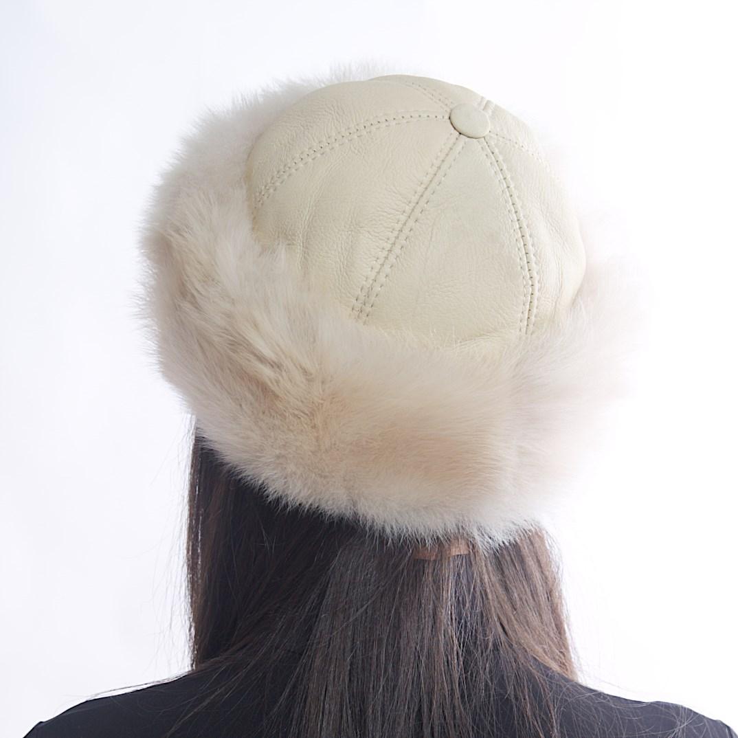Дамска Кожена Зимна Шапка Калпак в Цвят Крем