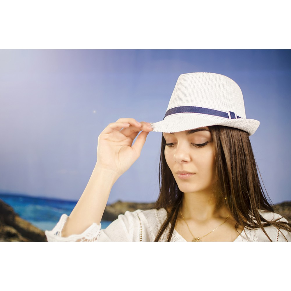 Дамско Бомбе в Бяло с декоративна Лента в Синьо