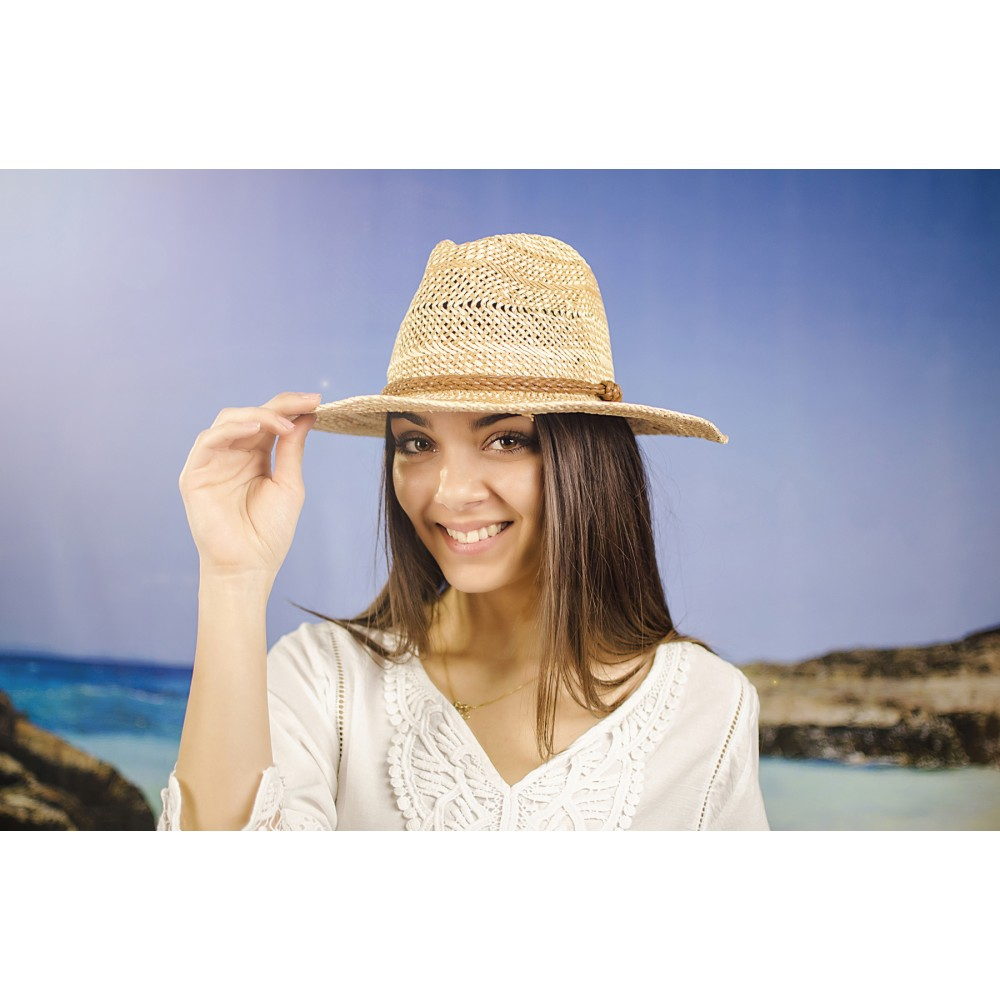 Плетена Дамска Капела с Декоративен Колан в Кафяво