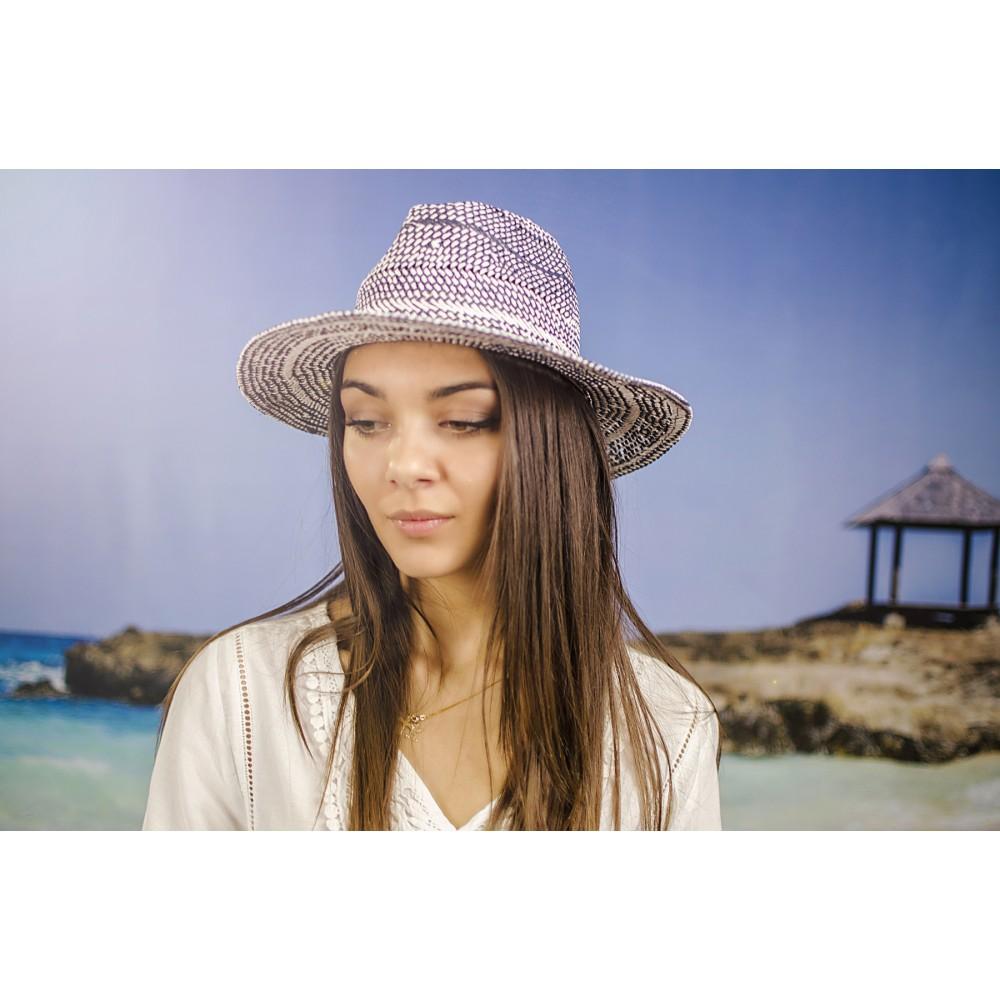 Плетена Дамска Капела с Декоративен Колан в Синьо