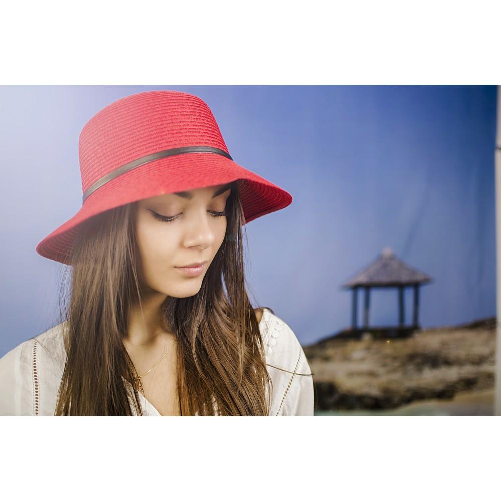 Дамска Лятна Капела в Червено с Декоративен Колан