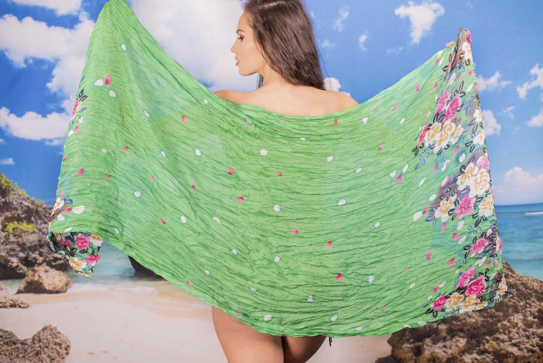 Ефирен Плажен Шал в Зелено на Цветя