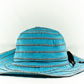 Светло Синя Дамска Капела с Декорация