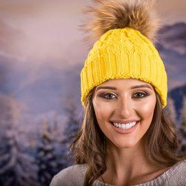 Дамска Зимна Шапка Плетена в Жълто