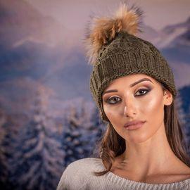 Дамска Зимна Шапка Плетена в Маслено Зелено