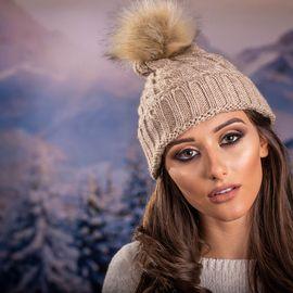 Дамска Зимна шапка в Светло кафяво