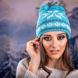 Дамска Зимна Шапка с Еко Пух в Синьо и Бяло