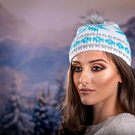 Дамска Зимна Шапка с Еко Пух в Светло Синьо