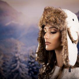 Дамска Зимна Ушанка в Бяло