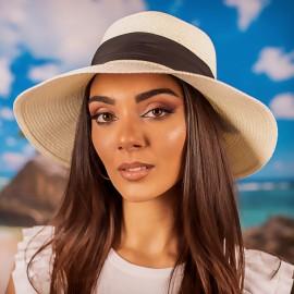 Дамска зимна шапка с помпон от Енот