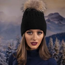 Дамска Зимна Шапка с Помпон в Черно
