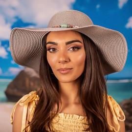 Дамска Бяла Зимна Плетена Шапка